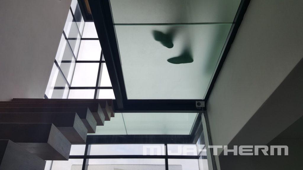 skleněné podlahy