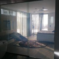Řízeně průhledné sklo
