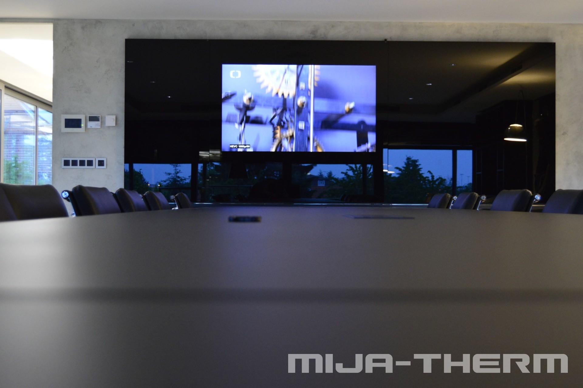 Televize ukrytá za sklem, či zrcadlem