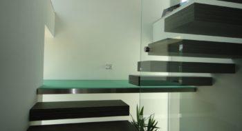 MIJA-Therm realizuje na míru celoskleněná schodiště i pochozí sklo.