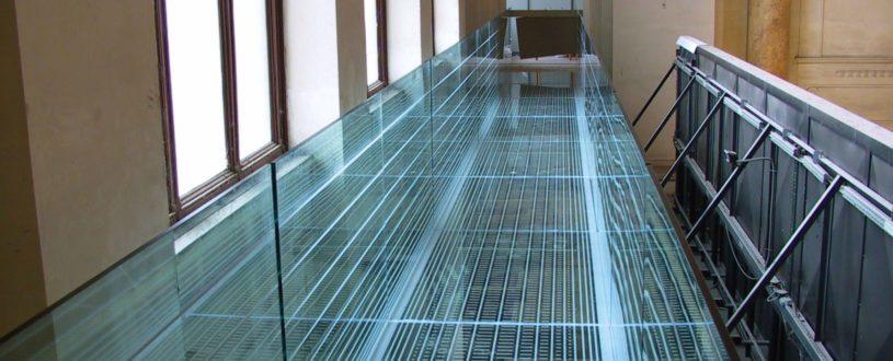 skleněný můstek v délce 20m ve vestibulu Hlavního nádraží BRNO