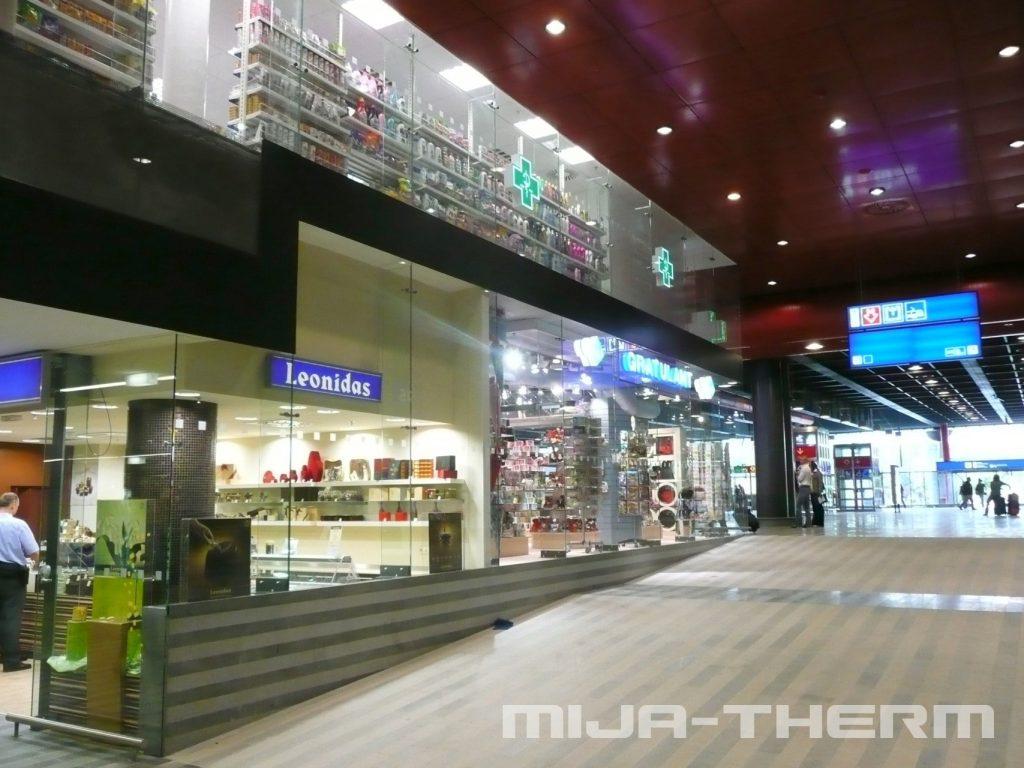 Naše shopfronty obchodů na Hlavním nádraží v Praze