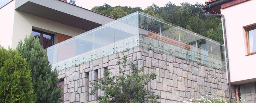 Skleněné zábradlí na terase