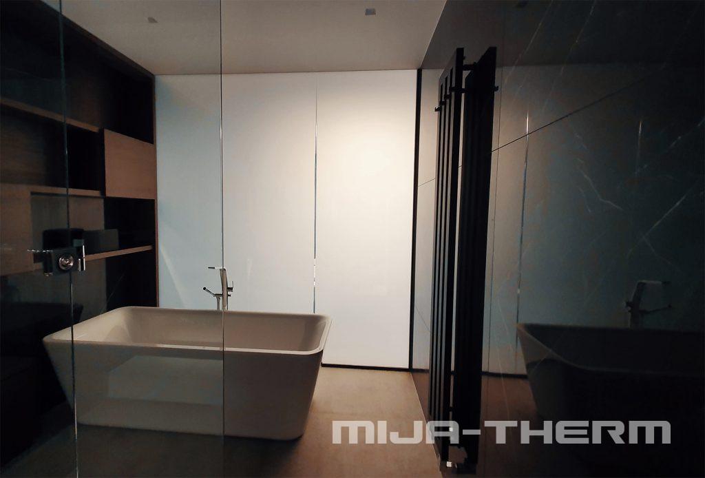 PDLC sklo použité v koupelně